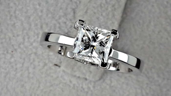 1.25 ct D/VVS2  Princess Diamond Engagement Solitaire Ring 18 kt White Gold - size 6.5