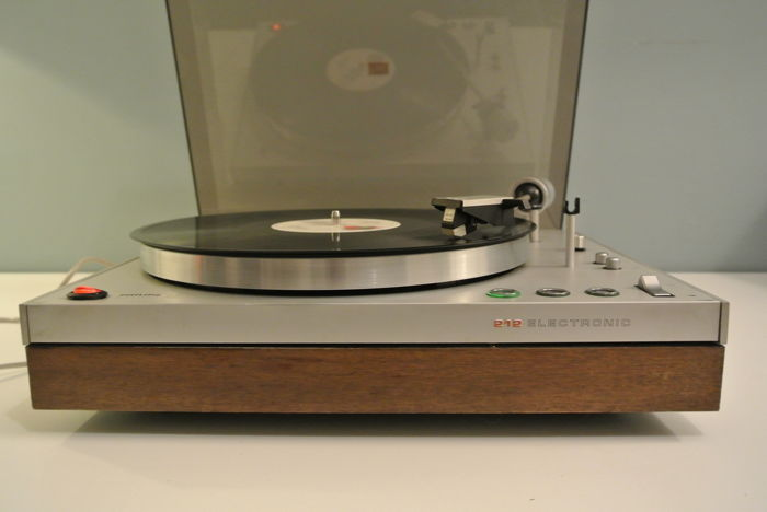 Philips 212 vintage turntable with wooden frame (1971-'75)