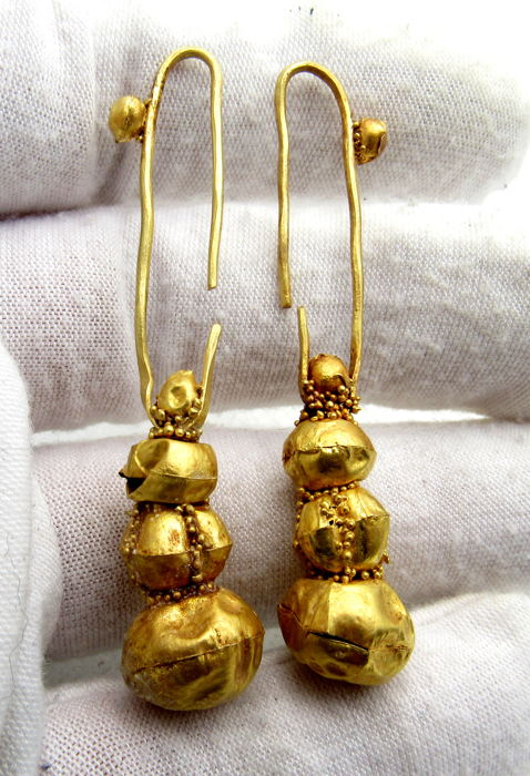 Pair of Viking Period Gold Earrings with Filigree - 57-59mm (2)