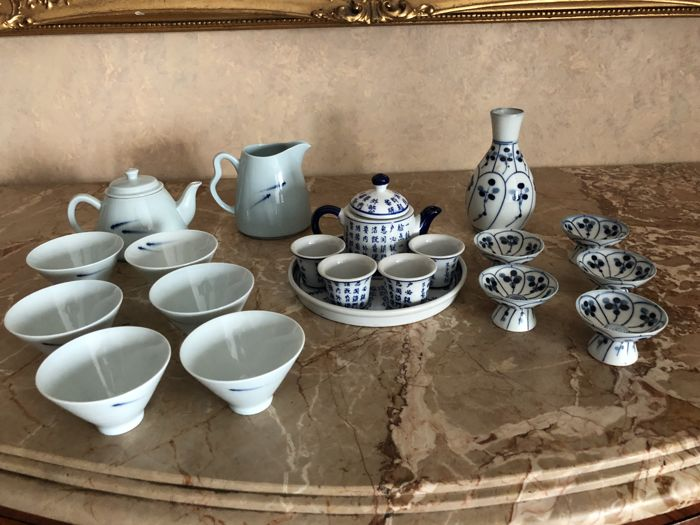 3 Services in fine white and blue porcelain all marked - Japan - Second half of the 20th century