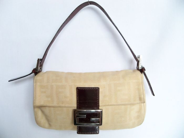 5e29ce6b0a17 Fendi Handbag Shoulderbag -  No Minimum Price  - Catawiki