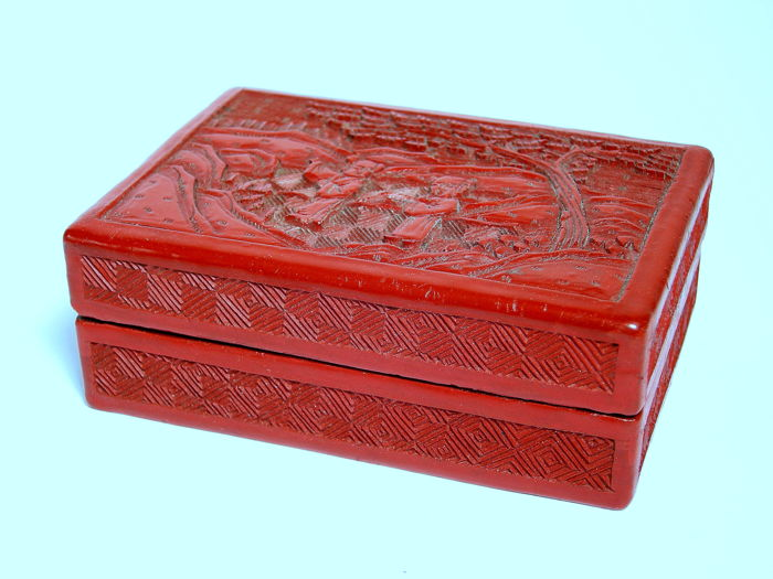 Red lacquered box with lid - China 19th/20th century
