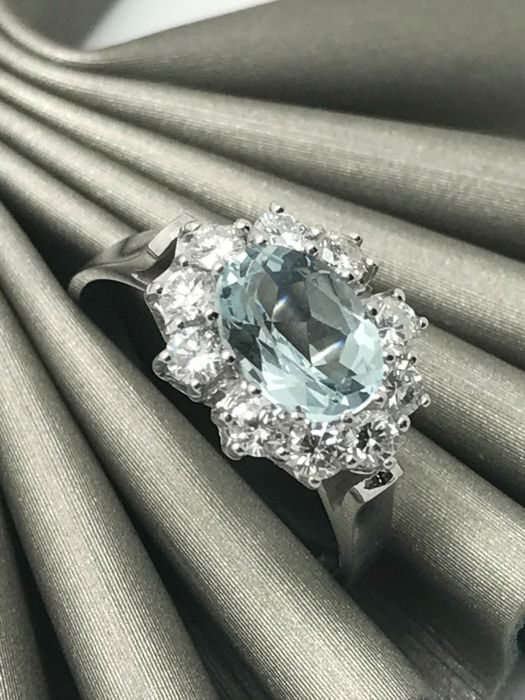 Aquamarine cocktail ring oval cut with diamonds in a wreath in a 14 KT / 585 white gold band