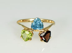 Gold, 14 kt. Ring with semi-precious stones. Size: 55.5 (17.8 mm in diameter)
