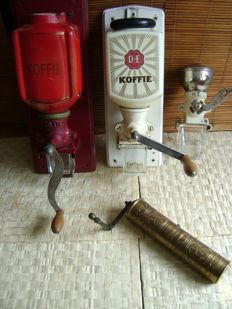 4 vintage coffee grinders (D.E./P and others)