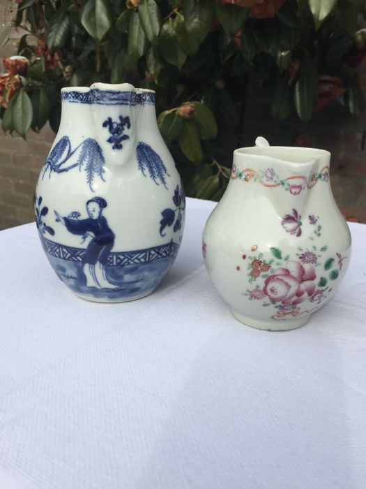 Two Chinese porcelain milk or cream jugs - China - 18th century
