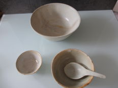 3 different sized bowls and a spoon from a China shipwreck, 17th century
