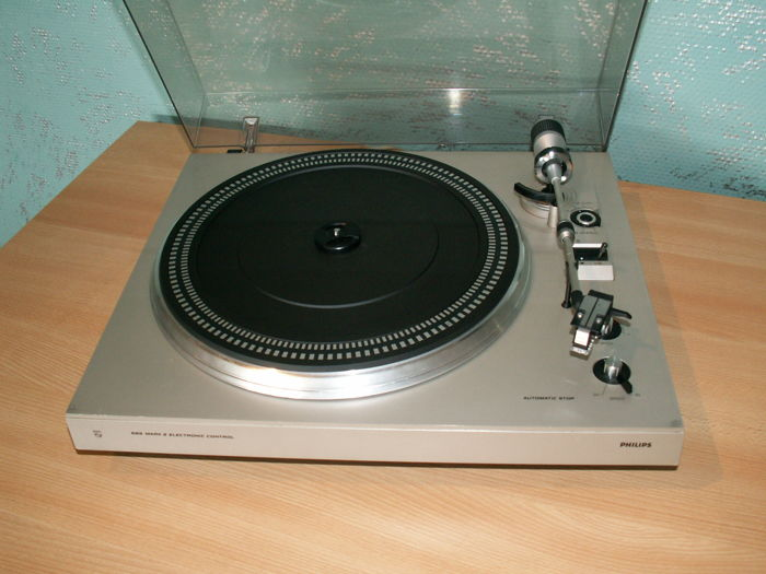 Nice Hi-fi turntable: PHILIPS 685 MARK II ELECTR. CONTROL