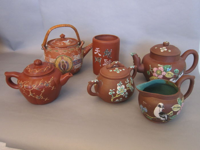A lot of enamel Yixing items - China - circa 1950/1980s