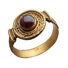Early Medieval Merovingian gold ring with cabochon garnet - 21 mm