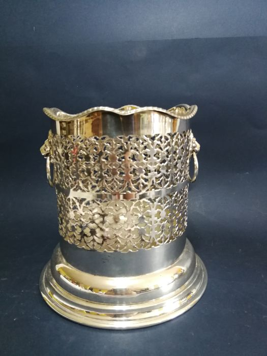 Wine bucket with openwork decoration - lion head shaped handles - silver plated