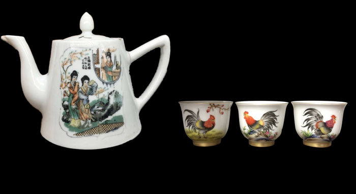 A Famille Rose Tea Pot And A set of Three Teacups Decorated With Roosters Gilded Rim And Base - China - late 20th-21st century