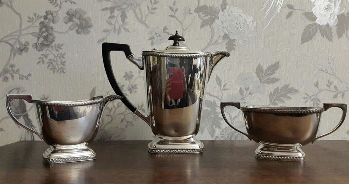 Silver plated 3-piece tea set with simple and linear design