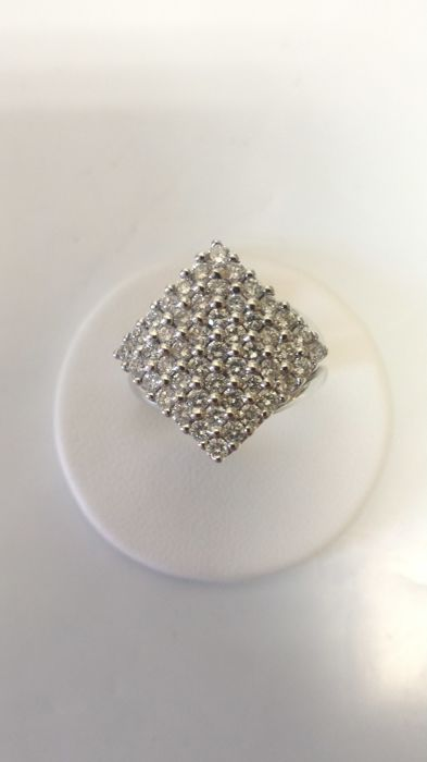 Ring in 18 kt white gold with pavé of diamonds 17/57