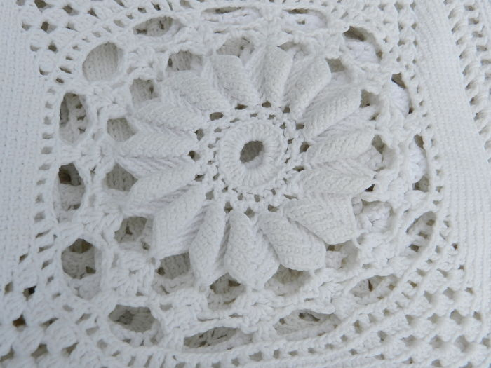 Hand crochet 2 double white cotton bedspreads with floral pattern ...