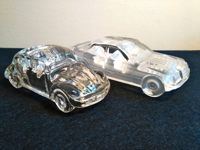 Volkswagen Maggiolone and Mercedes 190, crystal scale models