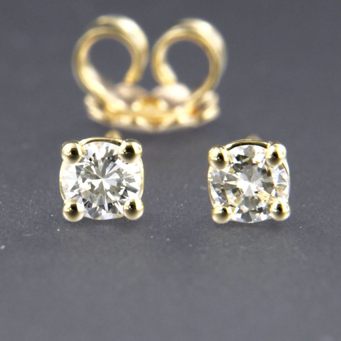 14 kt yellow gold solitaire ear studs set with brilliant cut diamond approx. 0.30 carat in total Size 3.8 mm wide
