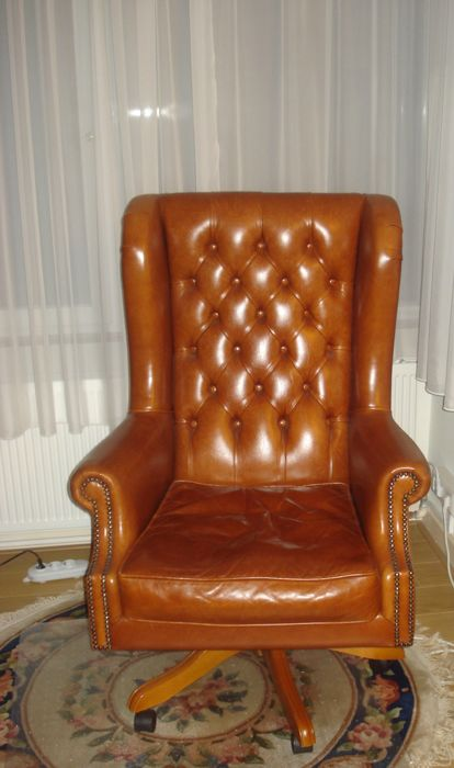 Leather Chesterfield style desk chair, late 20th century