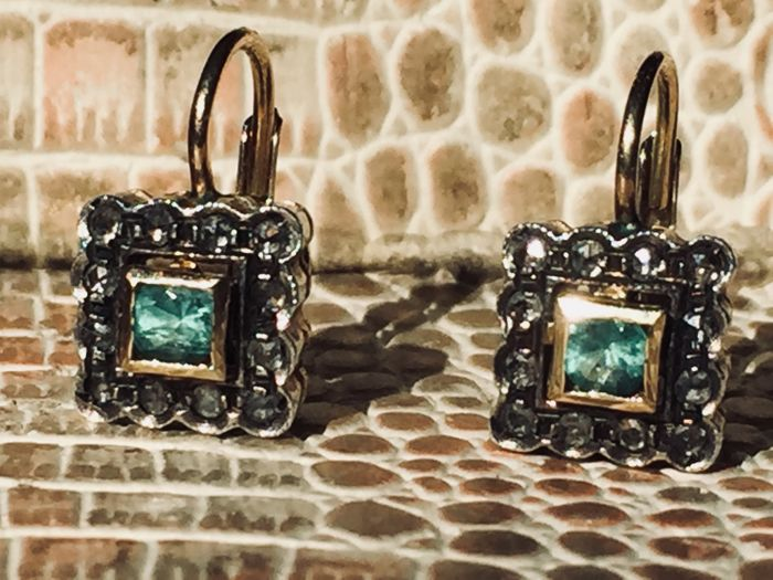 Antique style earrings in 14 kt gold with emeralds and diamonds