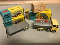 Corgi Toys - Scale unknown - 2x # 101 Platform Trailer and # 460 Cement Tipper