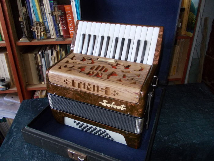 TIMISH Select, chromatic accordion, 1973