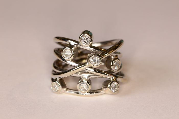 18 kt white gold contemporary ring set with brilliant cut diamonds
