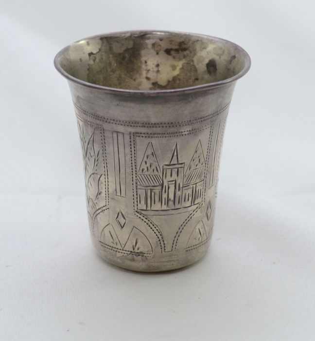 Cup - 84 silver - San Petersburg hand engravings - Russia - late 19th century