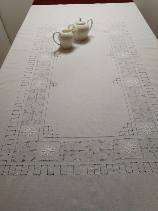 "Italian craftsmanship - Hand embroidered tablecloth, antique pulled thread and ""reticello"". 160 x 123 cm"