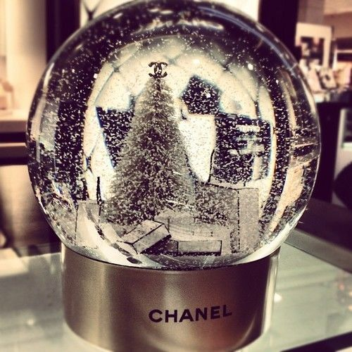 Chanel - Super rare Snow globe Boule w Batteries 2012