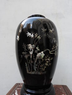 Vase in black lacquer - mother-of-pearl inlay - Korea - mid-20th century