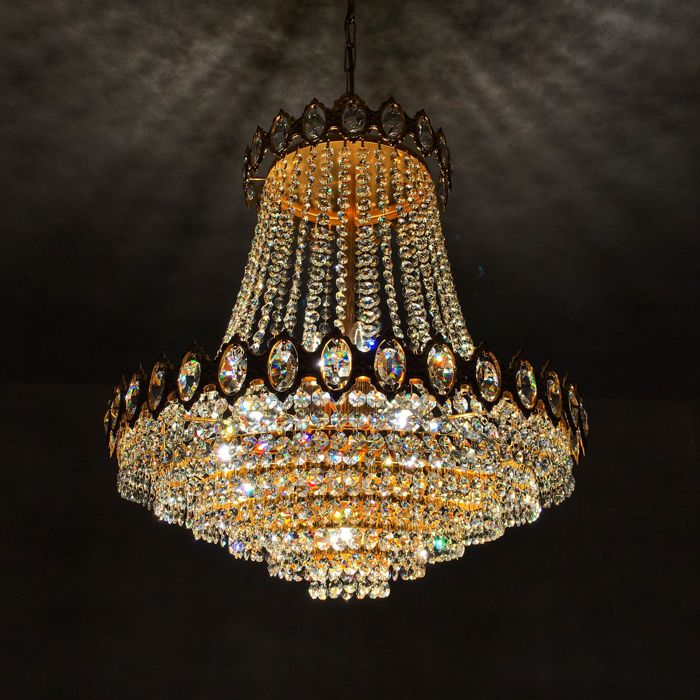 A Beautiful Antique Crystal Chandelier Set With 1224 Crystals Of High Quality