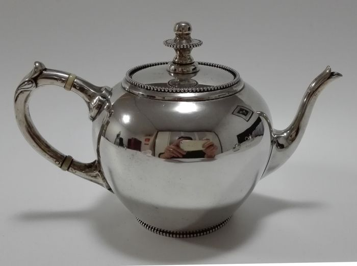 Antique silver teapot with pearl edge, the Netherlands, 's-Gravenhage, G.C. Reeser, 1895