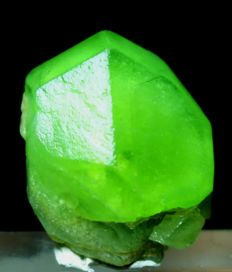 Undamaged & Terminated Natural Emerald Green V Shaped Peridot Crystal - 21 x 16 x 14mm - 45 cts