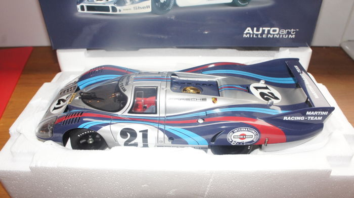 Autoart Millennium - Scale 1/18 - Porsche 917 Long Tail