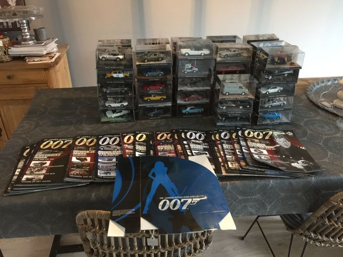 James Bond Collection - Scale 1/43 - Lot with 74 James Bond models: Lotus, Aston Martin, Rolls-Royce, Ford, Lada, BMW & Ferrari