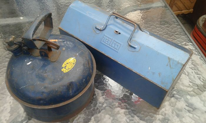 Special round steel Eagle spare fuel tank jerrycan & 2-piece toolbox