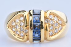 18 kt (750/1000) yellow gold ring, 5 princess cut sapphires of approx. 0.34 ct in total / 20 diamonds of approx. 0.34 ct in total.