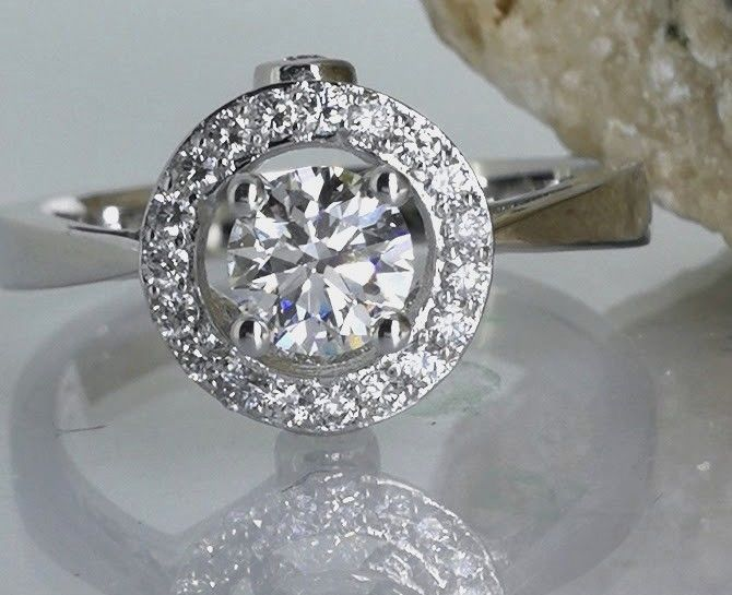 Diamond ring with brilliant cut diamond of 0.80 ct in total - Ring size: 53/17.33 mm