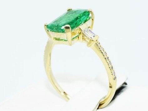 2.97 ct ring with emerald and diamonds 585 / 14 kt yellow gold -without reserve-