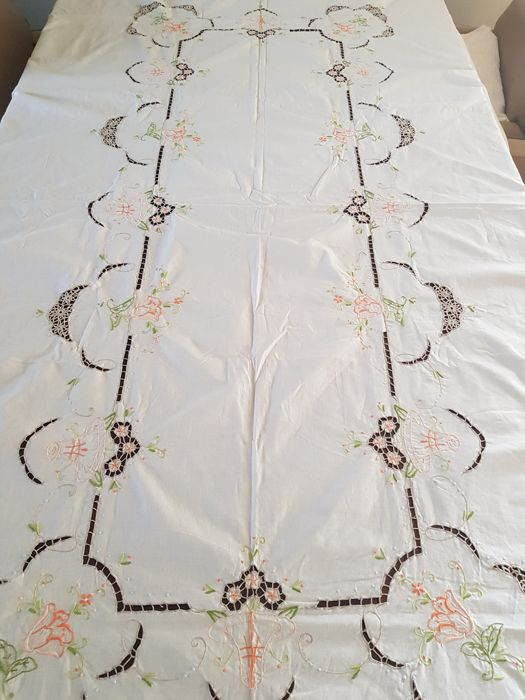 Unused vintage embroidered and laced tablecloth. 250 X 160 cm. No reserve price. Reasonable shipping costs.