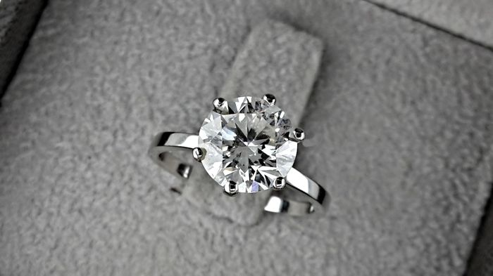 AIG  2.28 ct D/SI1 round diamond ring made of 14 kt white gold