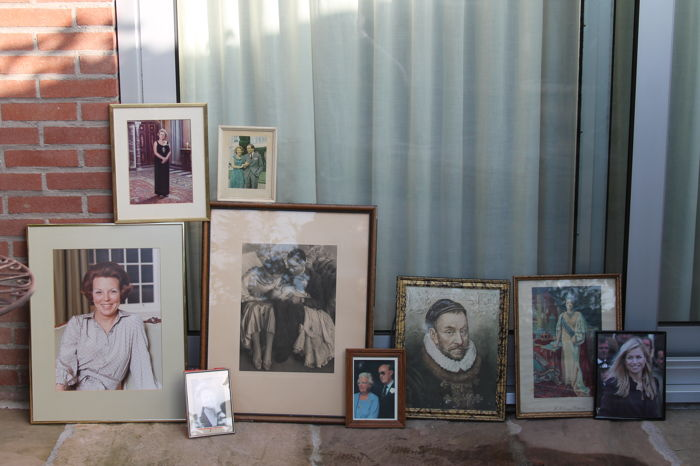 Lithographs and photo prints of the Royal family in antique frames, a lot with 9 items. (With several signed items)