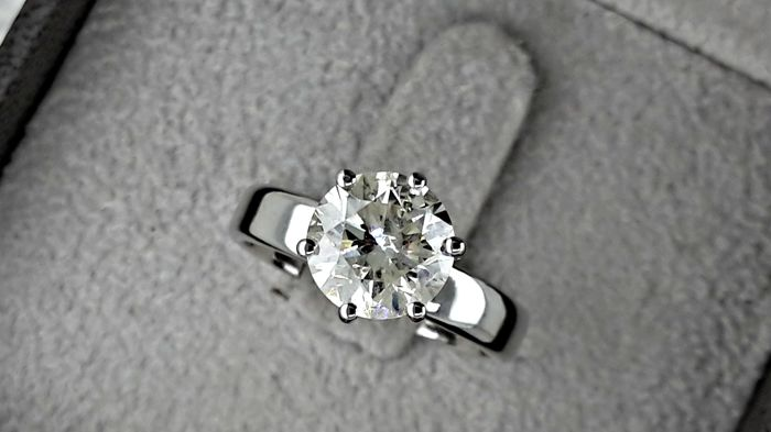 2.16 ct  round diamond ring made of 14 kt white gold - size 7