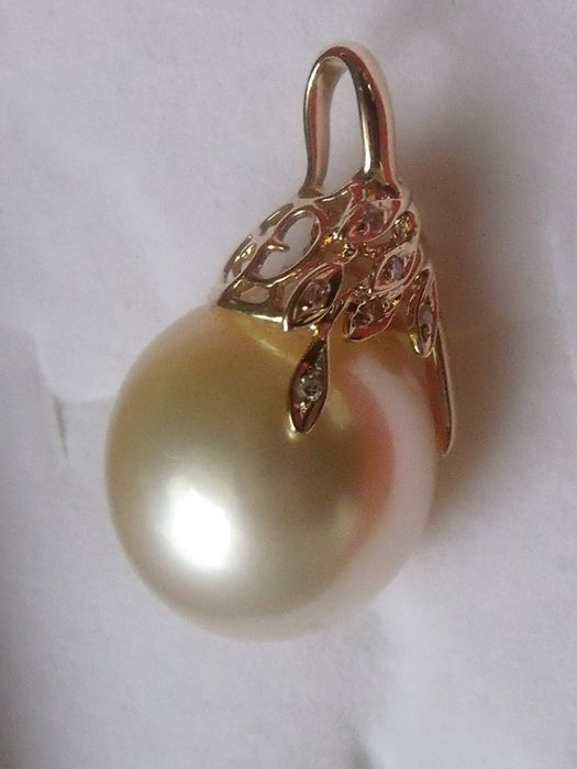 14 kt gold pendant with South Sea pearl