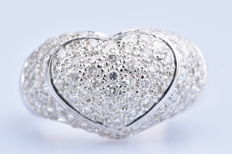 Heart ring in 18 kt white gold (750/1000) 114 diamonds of approx. 1.48 ct in total