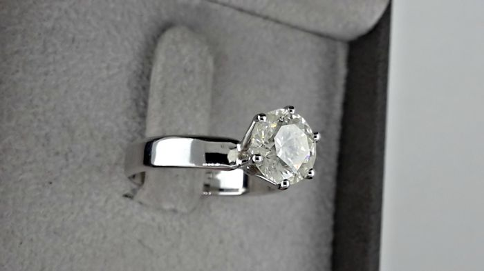2.16 ctround diamond ring made of 14 kt white gold - size 7