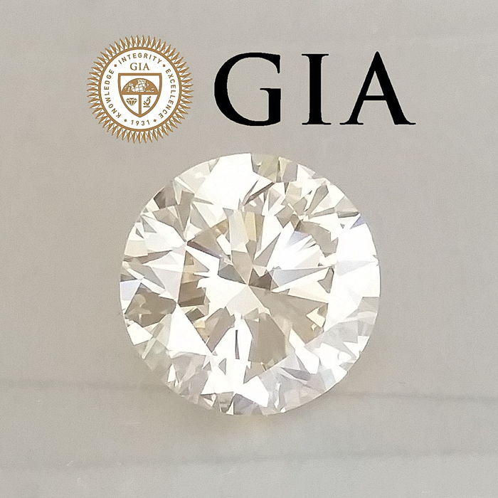Diamond - 5.01 ct - Round - Q-R - VS2