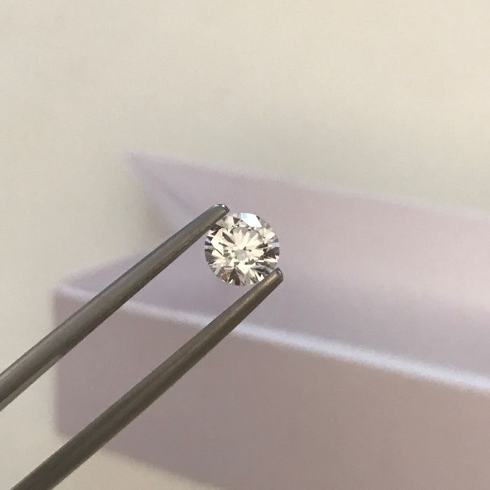 Natural diamond of 0.54 ct – Exceptional colour D VVS1, round brilliant cut, HRD certified