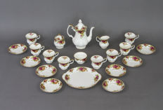 Royal Albert - 21-piece tea set 'Old Country Rose'