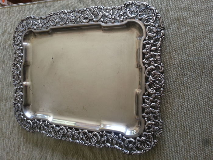 Silver-plated metal tray, with openwork border, 1920/30s, and glass from the beginning of the 20th century. Provenance: inherited